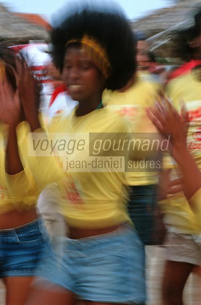 Cuba/La Havane: Musique et danse lors d'une fête du Havana Club sur la plage