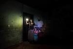 25 noviembre 2014. <br /> Mar&iacute;a Dolores Caal, de 50 a&ntilde;os, y su marido Ramiro Sierra, de 50, viven en Chacalt&eacute; (Cob&aacute;n, Guatemala), una peque&ntilde;a aldea que est&aacute; muy cerca de la hidroel&eacute;ctrica Renace pero no tiene luz ni en calles ni en casas. Esta matrimonio tiene que utilizar bombillas solares. Tienen dos hijos: Flor de Mar&iacute;a, de 5 a&ntilde;os, y Essau, de dos. En Cob&aacute;n (Guatemala) la hidroel&eacute;ctrica espa&ntilde;ola Renace se ha instalado con amenazas a la poblaci&oacute;n y falsas promesas de desarrollo para la zona. La compa&ntilde;&iacute;a tambi&eacute;n ha prohibido el acceso al r&iacute;o Cahab&oacute;n para miles de personas y no ha respetado la estrecha relaci&oacute;n de los indios mayas con el medio ambiente. Renace es una empresa guatemalteca, pero ha dado el contrato de la construcci&oacute;n de la hidroel&eacute;ctrica a la empresa espa&ntilde;ola Cobra (FCC). El proyecto ha dividido a la poblaci&oacute;n entre partidarios y detractores. &copy;Calamar2/ Pedro ARMESTRE<br /> <br /> <br /> Maria Dolores Caal, 50 years old and her husband Ramiro Sierra, 52 years old, live in Chacalt&eacute; (Cob&aacute;n, Guatemala), a small village that it is very close to the hydroelectric Renace but it has no electricity. They have to use solar bulbs. They have two children: Flor de Mar&iacute;a, 5 years old, and Esau, two years old, on november 26, 2014. The arrival of foreign companies to Latin America has provoked abuses of the rights of indigenous people and repression of their defense of the environment. In Santa Cruz de Barillas, Guatemala, the project of the Spanish hydroelectric Ecoener has caused murders, violent riots, the declaration of a state of siege by the army and the imprisonment of a dozen activists opposed to the project. They defend their territory and their river, called Cambalam. The river has for the Mayan people a special meaning and it is linked with their ancestors. A group of Ma
