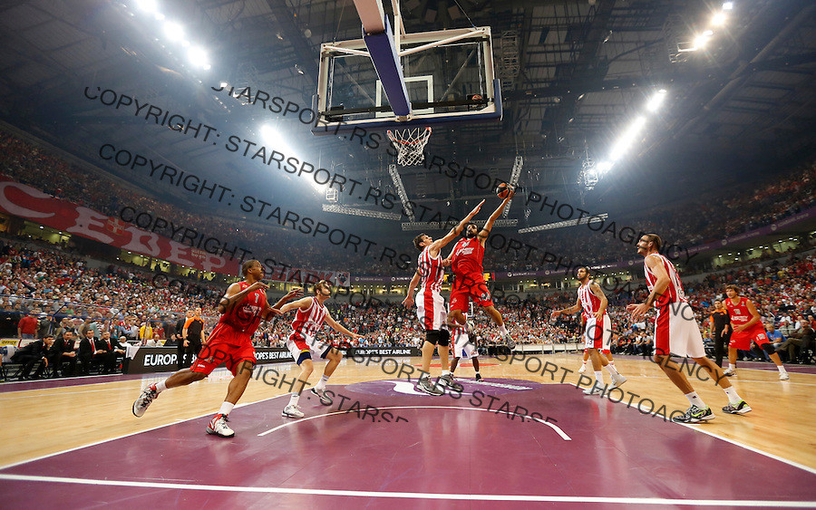 Kosarka Euroleague season 2013-2014<br /> Euroleague<br /> Crvena zvezda v Lokomotiva Kuban<br /> Krunoslav Simon (C) Boban Marjanovic (R)<br /> Beograd, 17,10.2013.<br /> foto: Srdjan Stevanovic/Starsportphoto &copy;