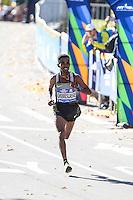 NEW YORK, NY, 06.11.2016 - MARATONA-NEW YORK -Ghirmay Ghebreslassie  da Eritreia comemora vitória durante a Maratona Internacional de New York  nos Estados Unidos neste domingo, 06.(Foto: William Volcov/Brazil Photo Press)