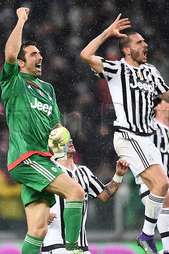 28.02.2016. Juventus Stadium, Turin, Italy. Serie A Football. Juventus versus Inter Milan.  Gianluigi Buffon and Leonardo Bonucci celebrate their win at the end of the game