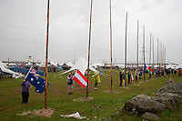 Scout are hauling down the flags in the rain. Photo: Magnus Fröderberg/Scouterna