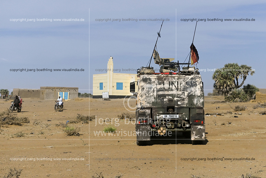 MALI, Gao, Minusma UN peace keeping mission, Camp Castor, german army Bundeswehr, patrol / Patrouille im Dorf BAGOUNDJÉ