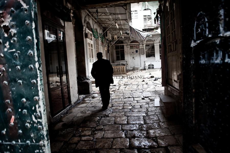Entrance of  courtyard in the Old Aleppo which was considered by the UNESCO World Heritage site and now completely destroyed. .Entrée d'une  cour dans l'Ancien Alep ancien patrimoine mondial de l'UNESCO et maintenant complètement détruit.