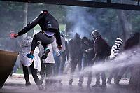 BOGOTA - COLOMBIA, 10-12-2019: Fuertes disturbios se presentaron en la universidad Nacional de Colombia en Bogotá durante la jornada de paro Nacional en Colombia hoy, 10 de diciembre de 2019. La jornada Nacional que empezó el pasado 21 de noviembre de 2019 es convocada para rechazar el mal gobierno y las decisiones que vulneran los derechos de los Colombianos. / Hard riots occurred at Universidad Nacional de Colombia of Bogota during the National Strike day in Colombia today, December 10, 2019. The National Strike that began the past November 21, 2019, is convened to reject bad government and decisions that violate the rights of Colombians. Photo: VizzorImage / Diego Cuevas / Cont