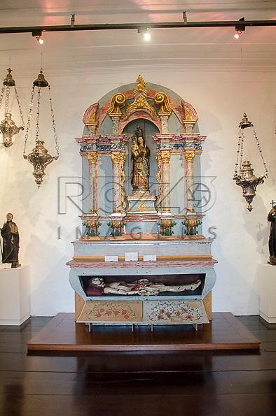 Retábulo com imagem da Nossa Senhora da Luz. Acervo do Museu de Arte Sacra de São Paulo, São Paulo - SP, 02/2013.