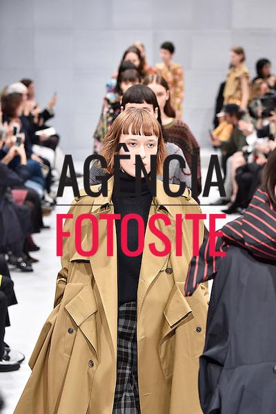 Balenciaga<br /> <br /> Paris - Inverno 2016<br /> <br /> <br /> foto: FOTOSITE