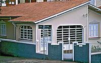 Casa terrea em Perdizes, São Paulo. 2004. Foto de Juca Martins.