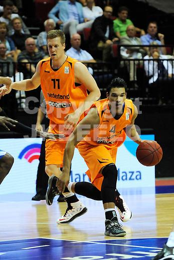 GRONINGEN  Basketbal, Nederland - Israel, Martiniplaza, EK kwalificatie ,  seizoen 2014-2015, 13-08-2014, Arvin Slagter met Thoas Koenis