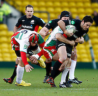 Photo: Richard Lane/Richard Lane Photography. Saracens v Biarritz. Heineken Cup. 15/01/2012. Saracens' Brad Barritt attacks.