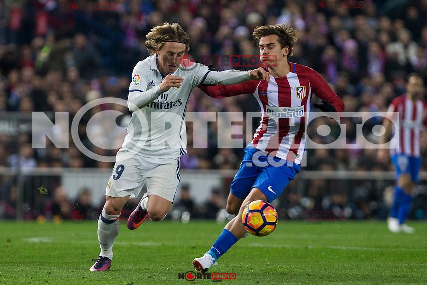 Real Madrid's Luka Modric Atletico de Madrid's Antoine Griezmann during the match of La Liga between Atletico de Madrid and Real Madrid at Vicente Calderon Stadium  in Madrid , Spain. November 19, 2016. (ALTERPHOTOS/Rodrigo Jimenez) /NORTEPHOTO.COM