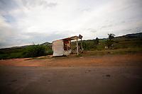 Cambui_MG, Brasil...Comercio de morangos na BR 381 em Cambui...Strawberries commerce in BR 381 in Cambui...Foto: LEO DRUMOND / NITRO