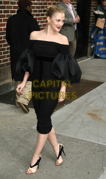 "DREW BARRYMORE.promoting  her new HBO movie ""Grey Gardens"" with an appearance on the ""Late Show with David Letterman"" at the Ed Sullivan Theater, New York, NY, USA, April 15th 2009..full length black off the shoulder dress puff puffy sleeves eighties beige shoes open toe heels two tone .CAP/LNC/TOM.©LNC/Capital Pictures"