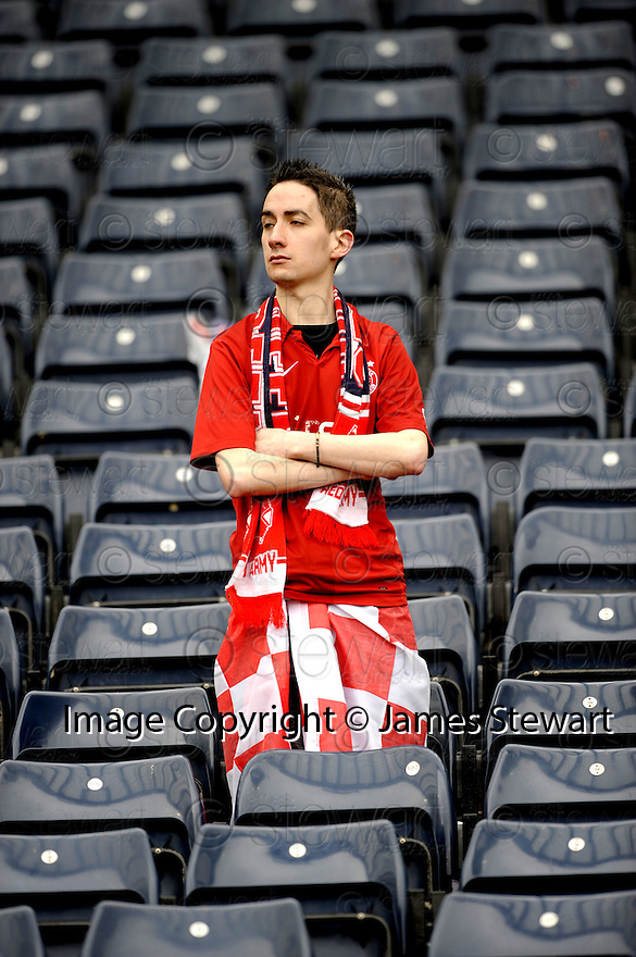 12/04/2008    Copyright Pic: James Stewart.File Name : sct_jspa44_qots_v_aberdeen.A DEJECTED ABERDEEN FAN AT THE END OF THE GAME.James Stewart Photo Agency 19 Carronlea Drive, Falkirk. FK2 8DN      Vat Reg No. 607 6932 25.Studio      : +44 (0)1324 611191 .Mobile      : +44 (0)7721 416997.E-mail  :  jim@jspa.co.uk.If you require further information then contact Jim Stewart on any of the numbers above........