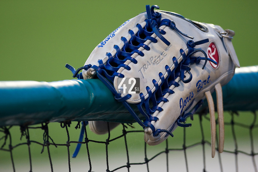 BASEBALL - MLB - DODGERTOWN (USA) - 03/08/2008 - PHOTO: CHRISTOPHE ELISE.JORIS BERT'S GLOVE (LOS ANGELES DODGERS)