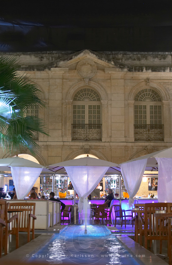 restaurant la cantina terrace court yard avignon rhone france