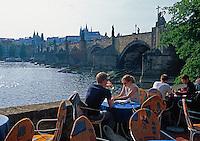 Tschechien, Prag, Cafe an der Karlsbruecke, Unesco-Weltkulturerbe