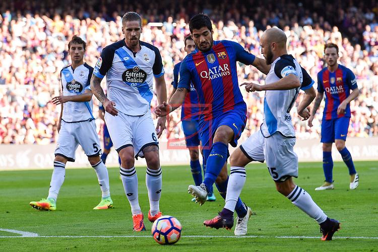 League Santander 2016/2017. Game: 8.<br /> FC Barcelona vs Deportivo: 4-0.<br /> Albentosa, Luis Suarez &amp; Laure.