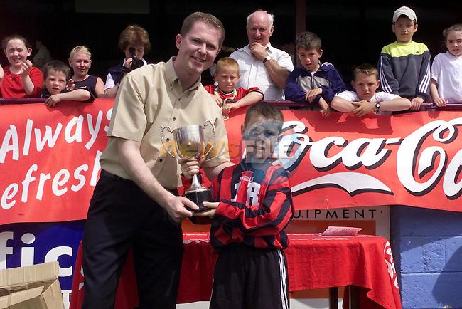 Damien Kierans presents the U/9 Cup winners Drogheda Boys ..Picture Fran Caffrey Newsfile.