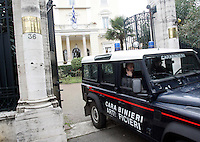 Il reparto Artificieri dei Carabinieri lascia la sede dell'Ambasciata di Grecia a Roma, 27 dicembre 2010, dopo aver disinnescato un pacco bomba..Carabinieri's explosive ordnance disposal unit leave the Greek Embassy in Rome, 27 december 2010. A package bomb was found at the Embassy four days after similar mail bombs exploded at Switzerland and Chile's embassies injuring two people. The device was defused and no one was injured..© UPDATE IMAGES PRESS/Riccardo De Luca
