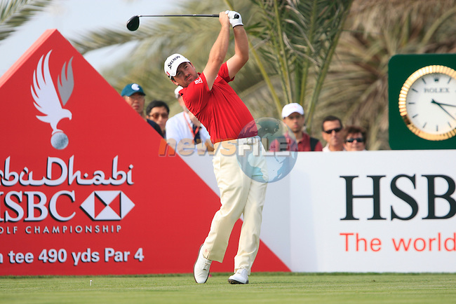 Graeme McDowell tees off on the 14th tee during Thusday Day 1 of the Abu Dhabi HSBC Golf Championship, 20th January 2011..(Picture Eoin Clarke/www.golffile.ie)