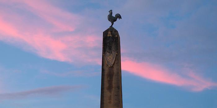 Gallo francés / obelisco / Plaza de Francia, Panamá.<br /> <br /> Panorámica de dos fotografías.<br /> <br /> Edición de 3 | Víctor Santamaría.
