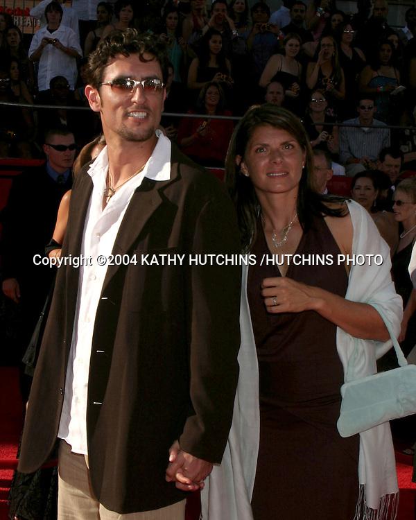 ©2004 KATHY HUTCHINS /HUTCHINS PHOTO.ESPY AWARDS.HOLLYWOOD, CA.JULY 13, 2004..NOMAR GARCIAPARRA.MIA HAMM