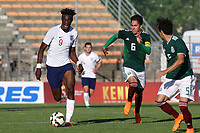 Tammy Abraham of England U21's takes on the Mexico defence during Mexico Under-21 vs England Under-21, Tournoi Maurice Revello Final Football at Stade Francis Turcan on 9th June 2018