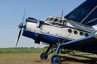 ROMANIA Banat, Antonov plane is used to spray pesticides on large fields / RUMAENIEN Banat, Antonov Flugzeug wird zum Spruehen von Pestiziden auf grossen Flaechen eingesetzt