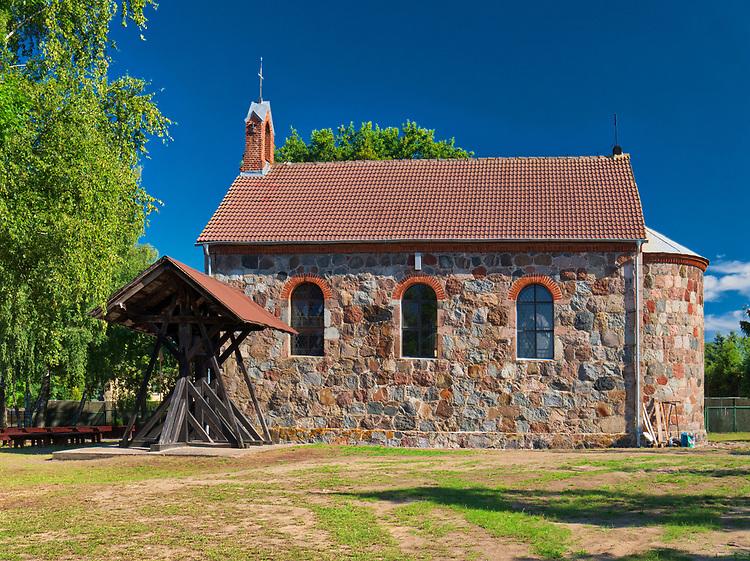 Rowy, 2018-2018.08.03. Neoromański kościół pw. Apostołów Piotra i Pawła zbudowany z granitowego kamienia  w latach 1844–1849.