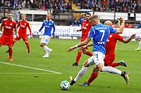 Felix Platte (SV Darmstadt 98) erzielt das Tor zum 1:0  - 28.10.2017: SV Darmstadt 98 vs. Holstein Kiel, Stadion am Boellenfalltor, 2. Bundesliga