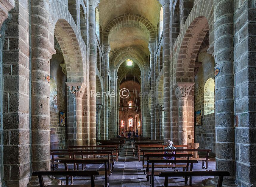 France, Allier (03), Châtel-Montagne, l'église Notre-Dame de Châtel-Montagne, la nef // France, Allier, Chatel Montagne, Notre Dame church, the nave