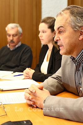 Genève, le 03.02.2010.CP, de gauche à droite, M. Daniel Schmitt, Mme. Montserrat Belmonte Et Rémi Pagani.© Le Courrier / J.-P. Di Silvestro