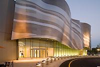 Neiman Marcus facade, Natick, MA (Elkus Manfredi = architect)