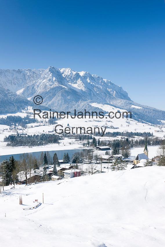 Austria, Tyrol, Kaiserwinkl, winter scene - village and lake Walchsee and Zahmer Kaiser mountains | Oesterreich, Tirol, Kaiserwinkl, Winterlandschaft - See und gleichnamiger Ort Walchsee und Zahmer Kaiser