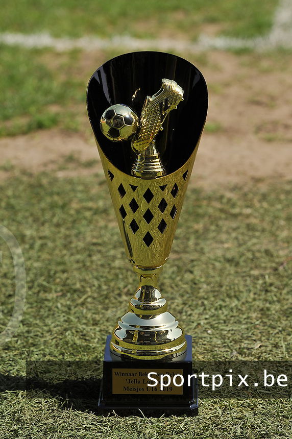 20190422 - Denderleeuw, BELGIUM : illustration of the Cup pictured during the final of the Under 16 Belgian Cup 2019, a soccer game between AA GENT Ladies B and The Yellow Flames1.0 , in the Van Roystadion in Denderleeuw , Monday 22 th April 2019  , PHOTO SPORTPIX.BE / DIRK VUYLSTEKE