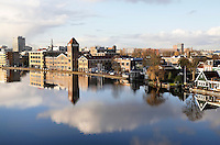Nederland Zaandam 2016. Zaandam aan de Zaan. Links de oude Verkade fabriek.