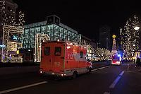 LKW rast in Berliner Weihnachtsmarkt.<br /> Am Abend des 19. Dezember 2016 fuhren Unbekannte mit einem LKW mit polnischen Kennzeichen in den Berliner Weihnachtsmarkt am Kurfuerstendamm und toeteten 12 Menschen, 48 wurden zum tTeil schwer verletzt. Der Beifahrer wurde tot im Fuehrerhaus gefunden, der Fahrer fluechtete, wurde angeblich aber festgenommen. Ein Anschlag wird nicht ausgeschlossen, ermittelt wird jedoch in alle Richtungen.<br /> Im Bild: Rettungsfahrzeuge auf dem Weg zum Anschlagsort.<br /> 19.12.2016, Berlin<br /> Copyright: Christian-Ditsch.de<br /> [Inhaltsveraendernde Manipulation des Fotos nur nach ausdruecklicher Genehmigung des Fotografen. Vereinbarungen ueber Abtretung von Persoenlichkeitsrechten/Model Release der abgebildeten Person/Personen liegen nicht vor. NO MODEL RELEASE! Nur fuer Redaktionelle Zwecke. Don't publish without copyright Christian-Ditsch.de, Veroeffentlichung nur mit Fotografennennung, sowie gegen Honorar, MwSt. und Beleg. Konto: I N G - D i B a, IBAN DE58500105175400192269, BIC INGDDEFFXXX, Kontakt: post@christian-ditsch.de<br /> Bei der Bearbeitung der Dateiinformationen darf die Urheberkennzeichnung in den EXIF- und  IPTC-Daten nicht entfernt werden, diese sind in digitalen Medien nach §95c UrhG rechtlich geschuetzt. Der Urhebervermerk wird gemaess §13 UrhG verlangt.]
