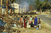 "Asien Indien IND Andamanen und Nikobaren Tsunami Zerstörung durch Seebeben und Tsunami Flutwelle auf Insel Little Andaman Ort Hut Bay -  Flut Welle Meer Ozean Beben Opfer in Notunterkunft Leid Not Nothilfe humanitäre Hilfe Wasser Wasserversorgung xagndaz | Third world Asia India Andaman and Nicobar Islands Tsunami disaster catastrophe destruction in Hut bay on Little Andaman island earthquake seaquake ocean sea wave flood destroy water aid relief water supply victims in camp. | [copyright  (c) Joerg Boethling/agenda , Veroeffentlichung nur gegen Honorar und Belegexemplar an / royalties to: agenda  Rothestr. 66  D-22765 Hamburg  ph. ++49 40 391 907 14  e-mail: boethling@agenda-fototext.de  www.agenda-fototext.de  Bank: Hamburger Sparkasse BLZ 200 505 50 kto. 1281 120 178  IBAN: DE96 2005 0550 1281 1201 78 BIC: ""HASPDEHH""] [#0,26,121#]"