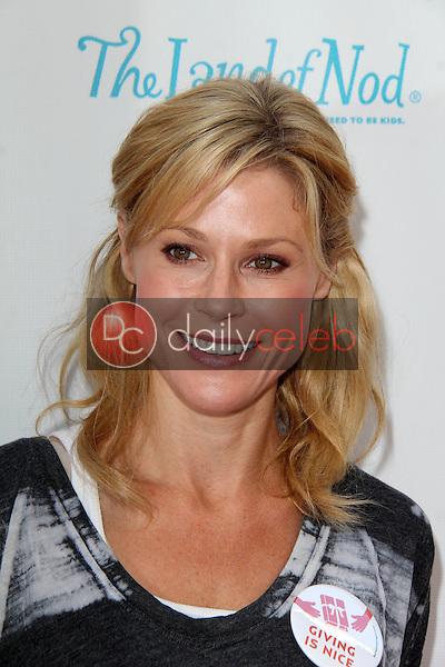 Julie Bowen<br /> at the Milk + Bookies Story Time Celebration, Skirball Center, Los Angeles, CA 04-27-14<br /> David Edwards/DailyCeleb.Com 818-249-4998