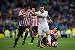 Gareth Bale (r) of Real Madrid fights for the ball with Mikel San Jose Dominguez of Athletic Club during their La Liga match between Real Madrid and Athletic Club at the Santiago Bernabeu Stadium on 23 October 2016 in Madrid, Spain. Photo by Diego Gonzalez Souto / Power Sport Images