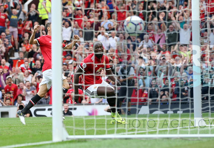 Manchester United's Romelu Lukaku scoring his sides opening goal during the premier league match at Old Trafford Stadium, Manchester. Picture date 13th August 2017. Picture credit should read: David Klein/Sportimage