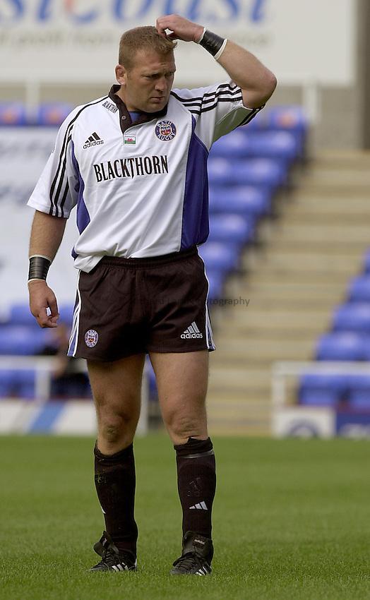 Photo. Richard Lane.London Irish v Bath Rugby. Zurich Premiership..01/09/2002.Jonathan Humphreys.