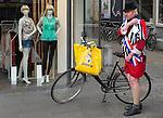 Nederland, Utrecht, 26-04-2014  Koningsdag in Utrecht stad. Kingsday celebration in Utrecht city. Man in pak met de kleuren van de Nederlandse vlag rood wit en blauw. FOTO: Gerard Til  / Hollandse Hoogte