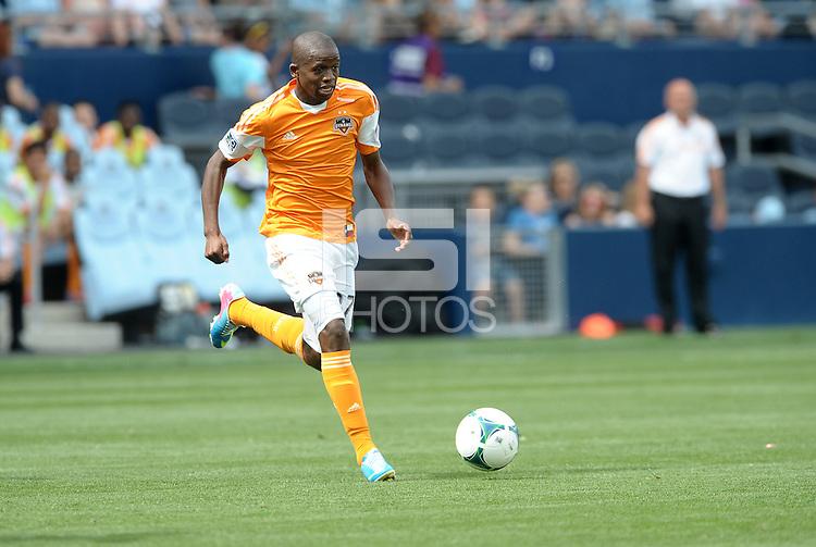 Oscar Boniek Garcia (27) midfield Houston Dynamo in action..Sporting Kansas City and Houston Dynamo played to a 1-1 tie at Sporting Park, Kansas City, Kansas.