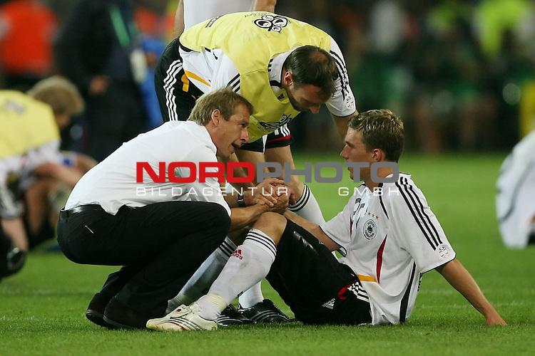 FIFA WM 2006 -  Semi Finals / Halbfinale<br /> Play    #61 (04-Juli) - Deutschland - Italien<br /> Trauer Enttaeuschung bei Juergen Klinsmann und Lukas Podolski<br /> Foto &copy; nordphoto