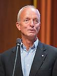 UTRECHT _ Algemene Ledenvergadering Utrecht, van de KNHB. Peter Von Reth  , die een onderscheiding krijgt. De Algemene Vergadering heeft Peter von Reth benoemd tot Erelid van de KNHB.   COPYRIGHT KOEN SUYK