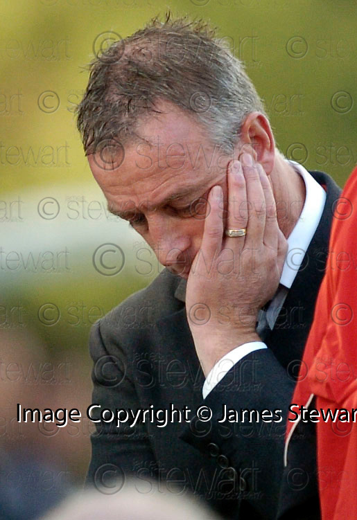 21/10/2006       Copyright Pic: James Stewart.File Name :sct_jspa28_gretna_v_clyde.GRETNA BOSS ROWAN ALEXANDER WATCHES HIS SIDE AGAINST CLYDE......Payments to :.James Stewart Photo Agency 19 Carronlea Drive, Falkirk. FK2 8DN      Vat Reg No. 607 6932 25.Office     : +44 (0)1324 570906     .Mobile   : +44 (0)7721 416997.Fax         : +44 (0)1324 570906.E-mail  :  jim@jspa.co.uk.If you require further information then contact Jim Stewart on any of the numbers above.........