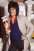 1981: RONNIE WOOD - Los Angeles CA USA