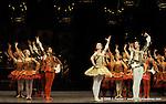 RAYMONDA..Choregraphie : PETIPA Marius,NOUREEV Rudolf.Compagnie : Ballet de l Opera National de Paris.Orchestre : Colone.Decor : GEORGIADIS Nicholas.Lumiere : PEYRAT Serge.Costumes : GEORGIADIS Nicholas.Avec :.GILLOT Marie Agnes:Raymonda.MARTINEZ:Jose:Jean de Brienne.Lieu : Opera Garnier.Ville : Paris.Le : 30 11 2008.© Laurent PAILLIER / photosdedanse.com